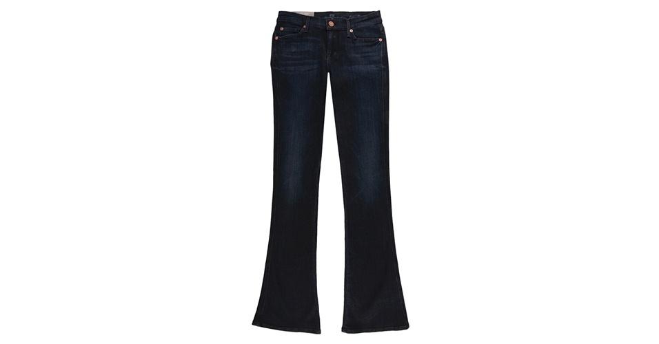 Calça jeans flare; R$ 849,90, da 7 for All Mankind, na Dafiti Premium (www.dafitipremium.com.br). Preço pesquisado em março de 2013 e sujeito a alterações