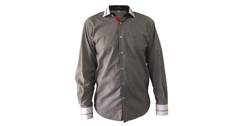 Camisa de algodão listrado, com gola e punhos brancos e detalhes em vermelho; R$ 109,90, na Lupim (Tel.: 54 3461-1588). Preço pesquisado em março de 2013 e sujeito a alteração