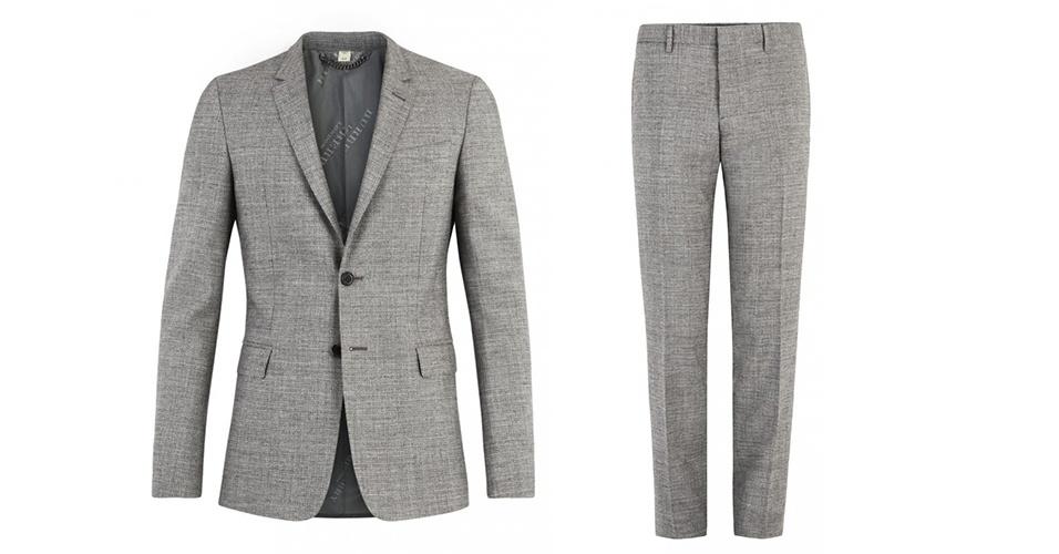 """Costume cinza em modelagem """"'slim"""" (rente ao corpo); a partir de R$ 3.695, na Burberry (Tel.: 11 3152-6555). Preço pesquisado em março de 2013 e sujeito a alteração"""