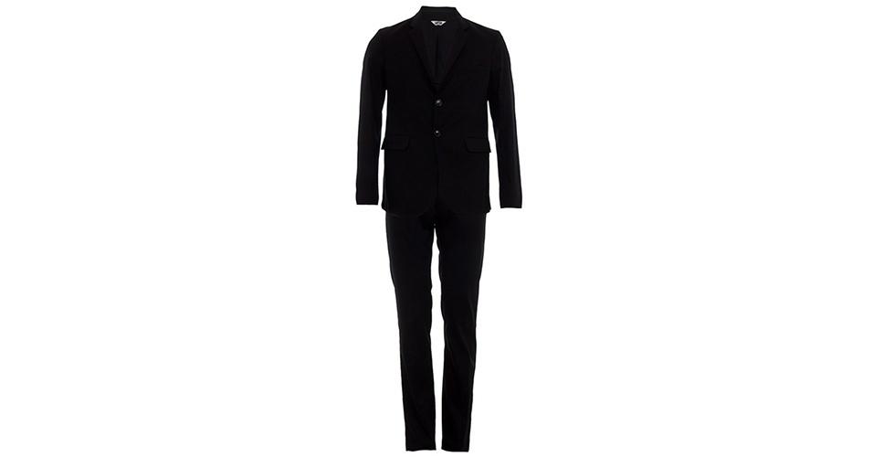 Costume preto da Uma com blazer com gola e lapela, mangas longas, bolsos frontais e abotoamento duplo; R$1.290, na Farfetch  (Tel.: 11 3958-8695). Preço pesquisado em março de 2013 e sujeito a alteração