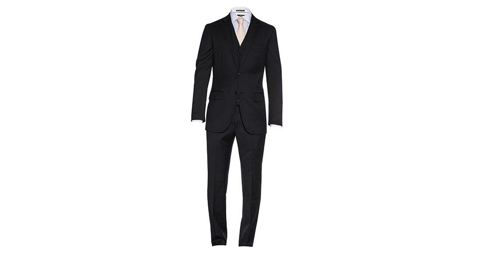 """Para quem quer aderir à moda do terno preto, o modelo mais atual tem dois botões e corte """"slim fit"""" (mais rente ao corpo); R$ 769, na Aramis (Tel.: 11 3902-2118). Preço pesquisado em março de 2013 e sujeito a alteração"""