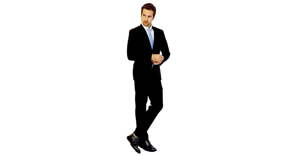 Para usar costume preto no trabalho, prefira a combinação com gravatas em padrões listrados ou jacquard. Costume (R$ 499,90), camisa (R$ 159,90), gravata (R$ 29,90) e sapato (R$ 219,90), na TNG (Tel.: 11  4689-9313). Preço pesquisado em março de 2013 e sujeito a alteração