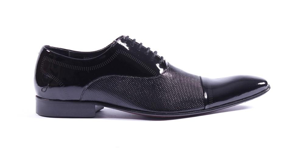 Sapato em verniz; R$ 519, na Rich (Tel.: 11 3062-2516). Preço pesquisado em março de 2013 e sujeito a alteração