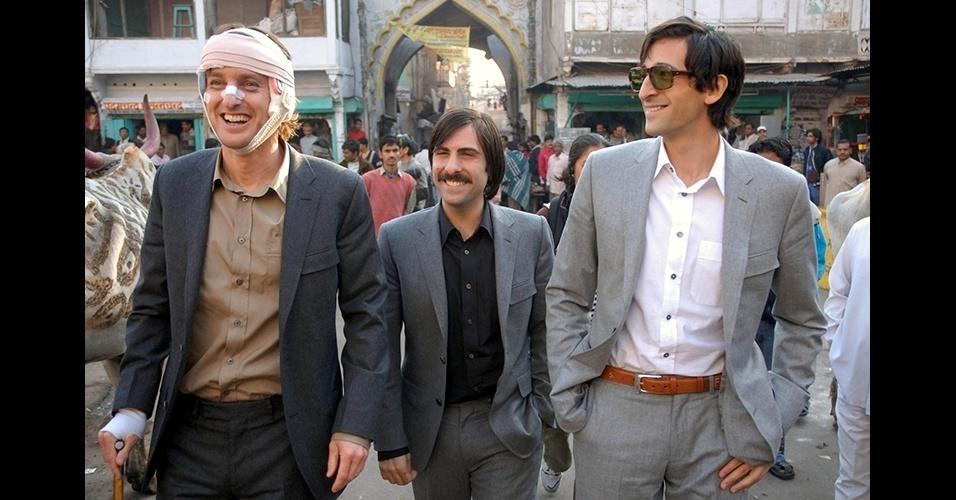 """Uma forma atual de usar o terno é dispensar o uso da gravata e torná-lo mais casual, como é visto em """"Viagem a Darjeeling"""" (2007)"""