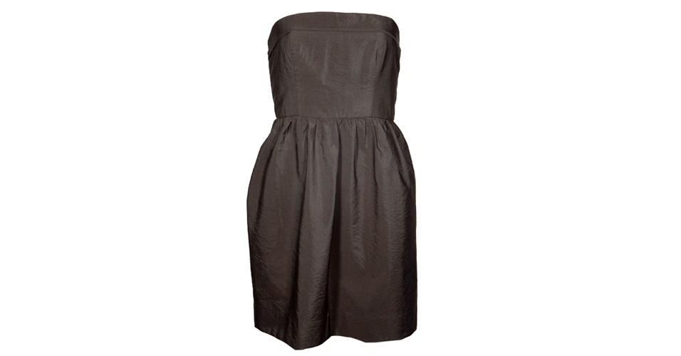 Vestido tomara-que-caia verde militar; R$ 129,95, da Cantão, na Dafiti (www.dafiti.com.br). Preço pesquisado em março de 2013 e sujeito a alterações