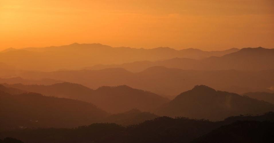 16.jan.2013 - Cadeia de montanhas se destaca na paisagem de Shimla, na Índia