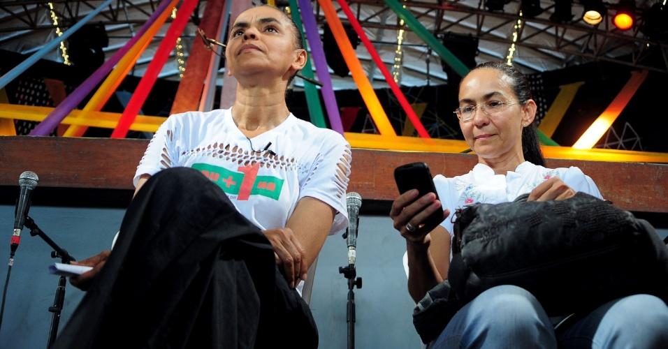 16.mar.2013 - As ex-senadoras Marina Silva e Heloísa Helena participam de uma plenária para recolher assinaturas para criação do novo partido Rede, neste sábado (16), no Circo Voador, no Rio de Janeiro