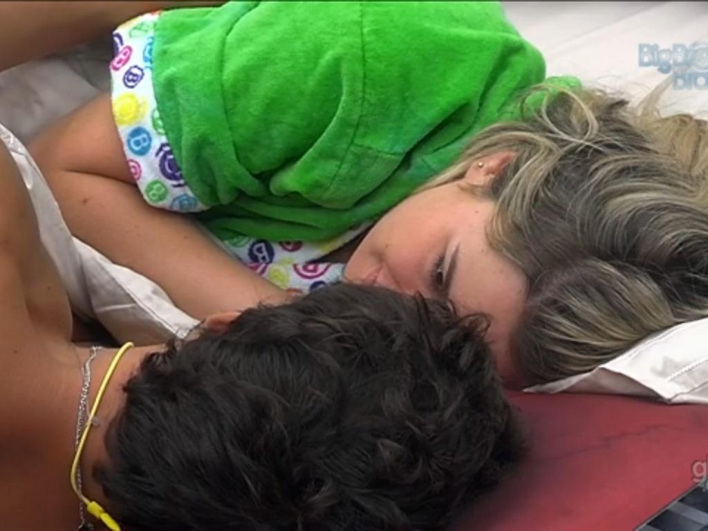 16.mar.2013 - Fernanda diz a André que vai se comportar na festa desta noite