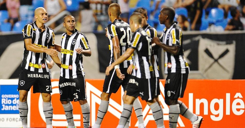 16.mar.2013 - Jogadores do Botafogo comemoram gol marcado por Julio César na partida do Botafogo contra o Quissamã, pelo Campeonato Carioca