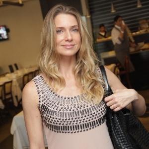 16.mar.2013 - Letícia Spiller posa para fotos durante o