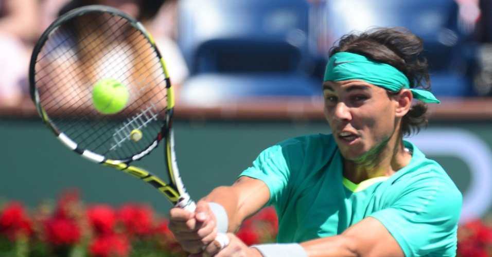 16.mar.2013 - Nadal rebate bola durante partida contra Berdych no Masters de Indian Wells