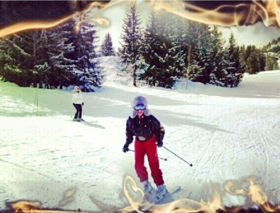 16.mar.2013 - Narcisa Tamborindeguy publica foto esquiando