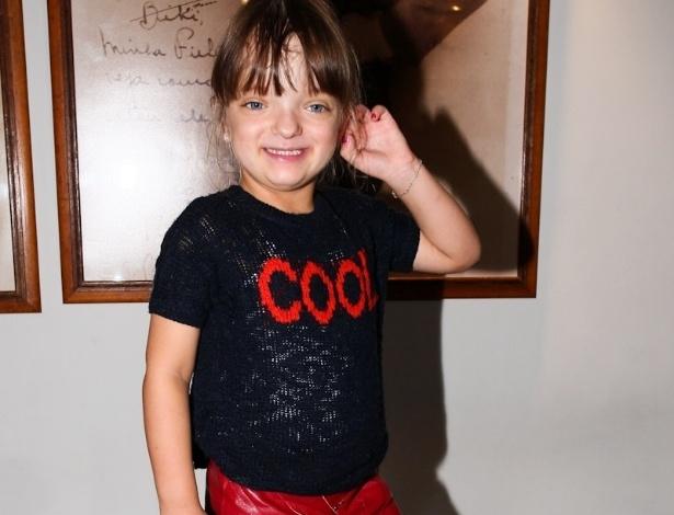 16.mar.2013 - Rafaella Justus, filha de Roberto Justus e Ticiane Pinheiro, posa para os fotógrafos antes do espetáculo infantil