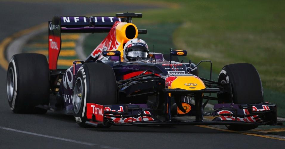 16.mar.2013 - Sebastian Vettel acelera nos primeiros minutos do 3º treino livre em Melbourne, ainda com pista seca