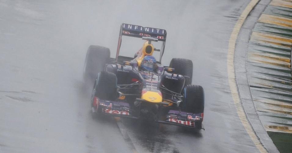16.mar.2013 - Sob forte chuva, Sebastian Vettel faz curva no treino de classificação para o GP da Austrália