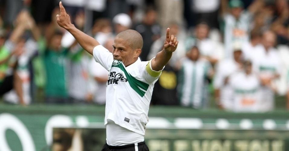 Alex marcou um dos gols do Coritiba contra o Cianorte na vitória por 2 a 0 no Couto Pereira