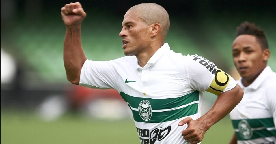 Este foi o quarto gol do meia Alex em cinco jogos pelo Coritiba