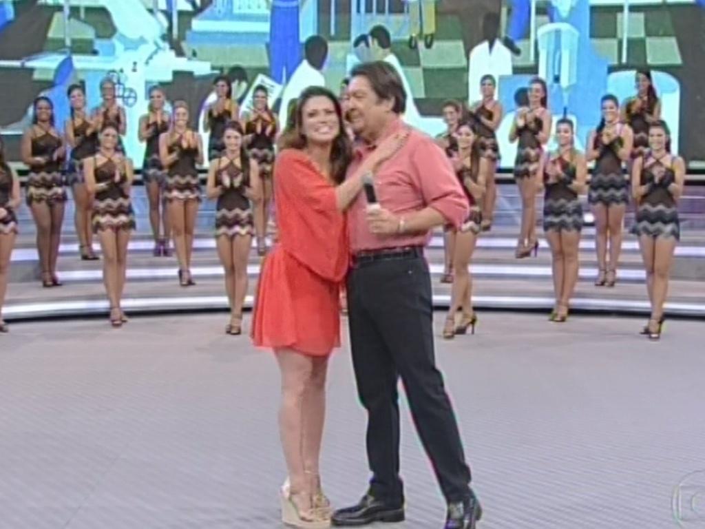 17.mar.2013 - Kamilla abraça Faustão no