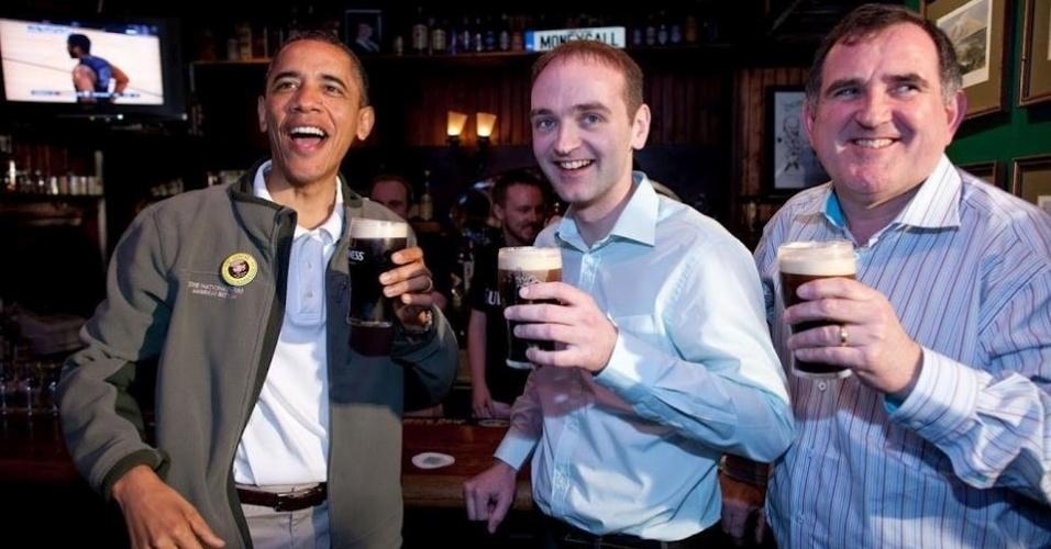 17.mar.2013 - O presidente dos Estados Unidos, Barack Obama, publicou em sua página no Facebook, neste domingo (17), uma imagem que celebra o St. Patrick's Day com uma cerveja irlandesa