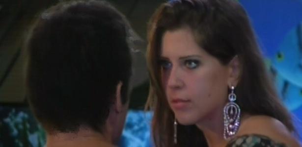 Andressa discute com Nasser por ciume de Natália