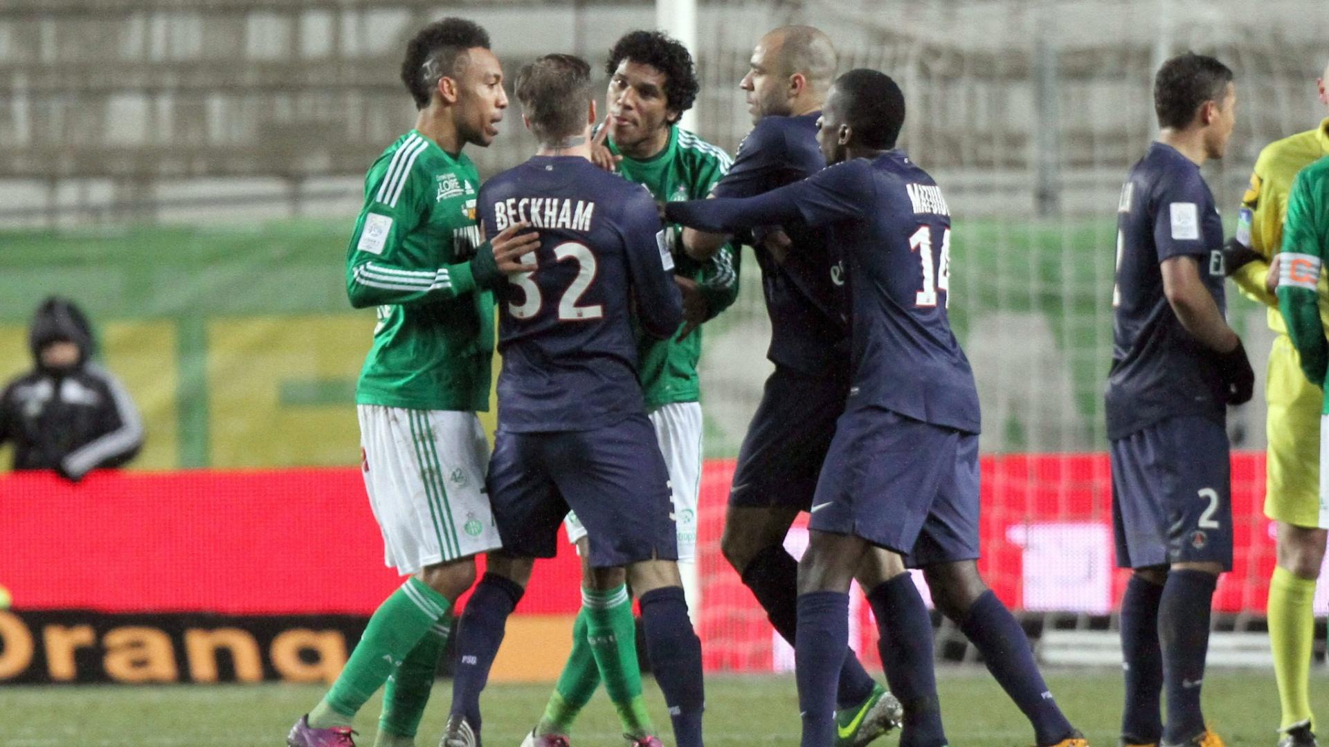 David Beckham, do PSG, discutiu com o brasileiro Brandão, do Saint-Etienne, durante o empate por 2 a 2