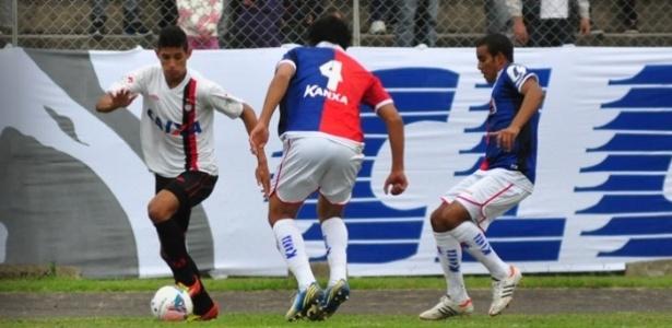 Lance do clássico entre Paraná e Atlético-PR pelo Paranaense (17/03)