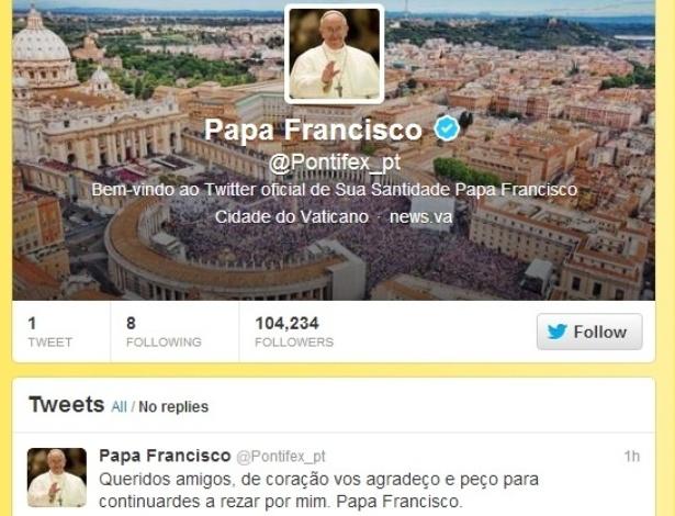 """Papa Francisco publica seu primeiro post no Twitter, em português: """"Queridos amigos, de coração vos agradeço e peço para continuardes a rezar por mim. Papa Francisco"""""""