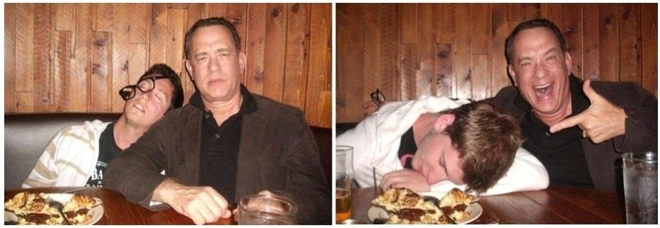 14.mar.2013 - Tom Hanks tira foto com o smartphone de um bêbado e põe de volta no bolso dele