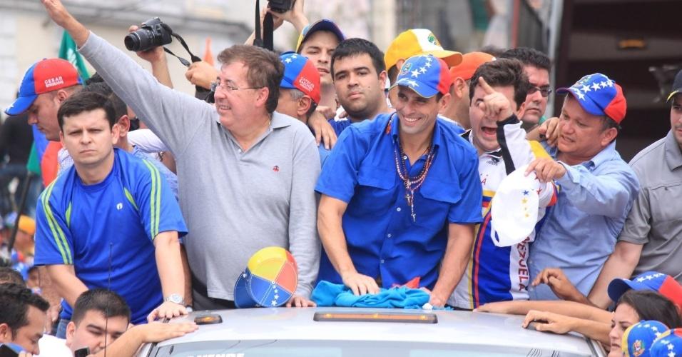 """16.mar.2013 - Henrique Capriles, opositor de Nicolás Maduro nas eleições presidenciais, realiza evento de campanha em La Grita, no Estado de Táchira, na Venezuela. Capriles deu início ao que chamou de """"cruzada"""" pelo país, a quatro semanas das eleições"""