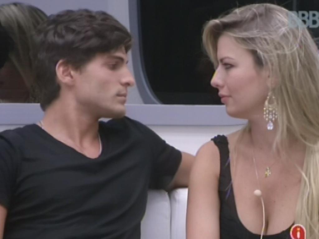 17.mar.2013 - Casal André e Fernanda disputam 12º paredão do