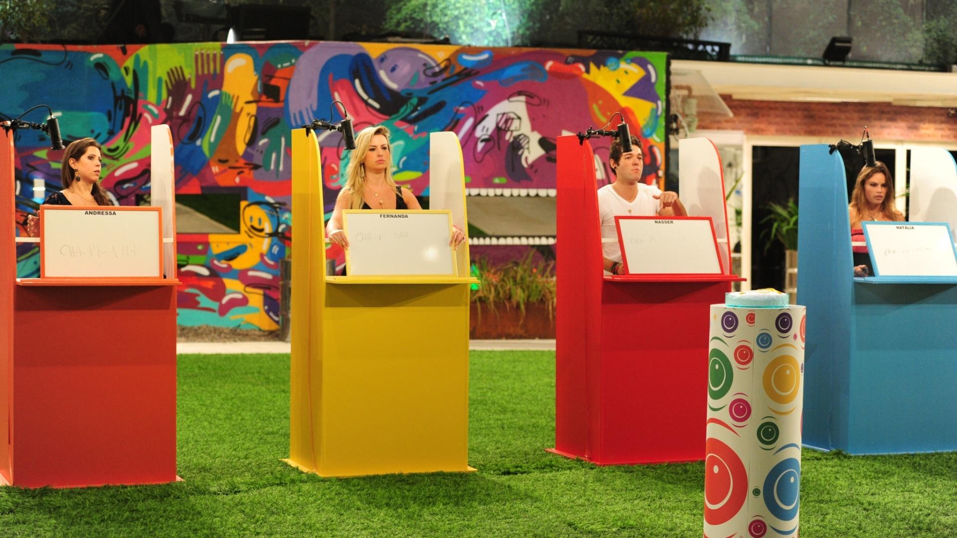 17.mar.2013 - Natália, Nasser, Fernanda e Andressa se posicionam para a prova do líder após a eliminação de Fani