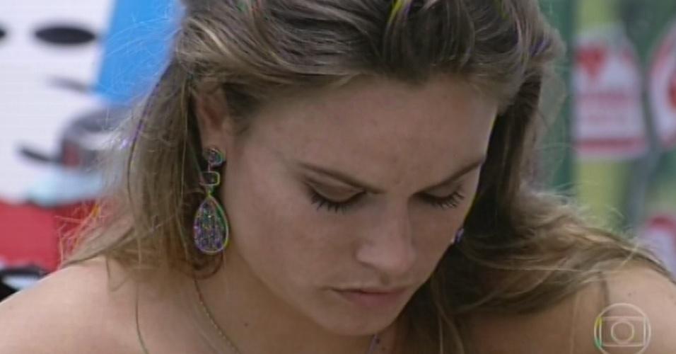 17.mar.2013 - Natália vota em Fernanda no 12º paredão do
