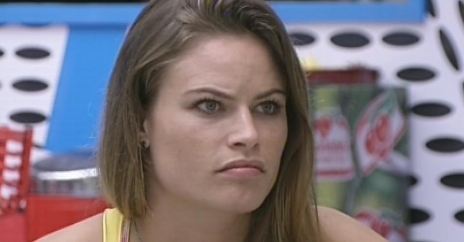 18.mar. 2013 - Questionada por Pedro Bial, Natália diz que não veio para brigar no