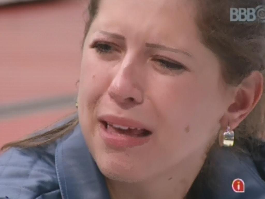 18.mar.2013 - Andressa chora durante conversa co Fernanda e diz que esperava mais da sister