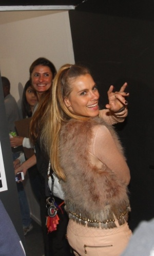 18.mar.2013 - Carolina Dieckmann prestigiou o primeiro dia da São Paulo Fashion Week Verão 2014 que acontece na Bienal, em São Paulo