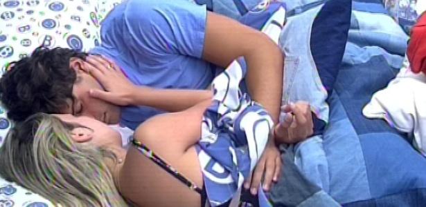 18.mar.2013 - Emparedados, André e Fernanda choram nesta segunda-feira