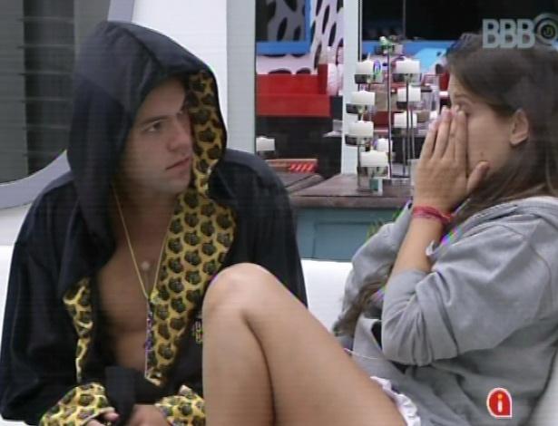 18.mar.2013 - Nasser aconselha Andressa a esperar para falar com Fernanda