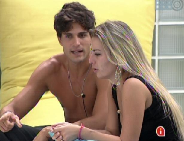 André e Fernanda lamentam se enfrentarem no paredão