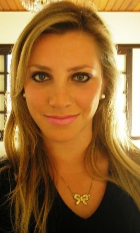 Fernanda Colombo, de 21 anos, é estudante de Educação Física e trabalha como bandeirinha em Santa Catarina