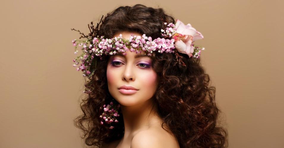 outra-boa-maneira-de-obter-um-look-hippie-chic-e-combinando-a-coroa-de-flores-com-um-penteado-bem-volumoso-1363630765858_956x500.jpg (956×500)