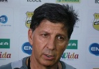 Paulo Porto testa Bileu improvisado na lateral direita do ABC