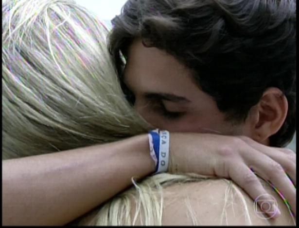 """19.mar.2013 -Com 74,87 André foi eliminado do """"BBB13"""". Fernanda obteve 25,13% dos votos"""