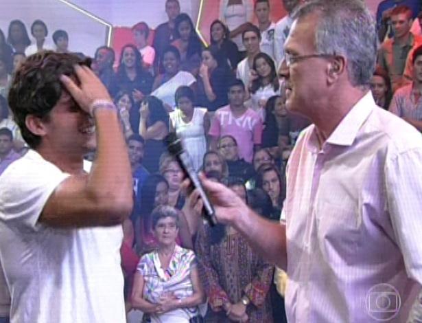 """19.mar.2013 - Com 74,87 André foi eliminado do """"BBB13"""". Fernanda obteve 25,13% dos votos. """"O que eu e a Fernanda vivemos foi intenso"""", afirma o capixaba para Bial. """"Estou torcendo para Fernanda porque ela se entregou de forma verdadeira e pura"""""""