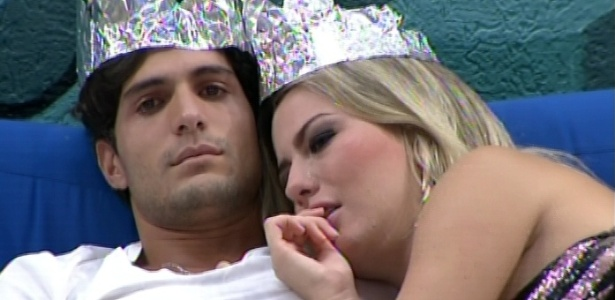 19.mar.2013 - Emparedados, André e Fernanda choram