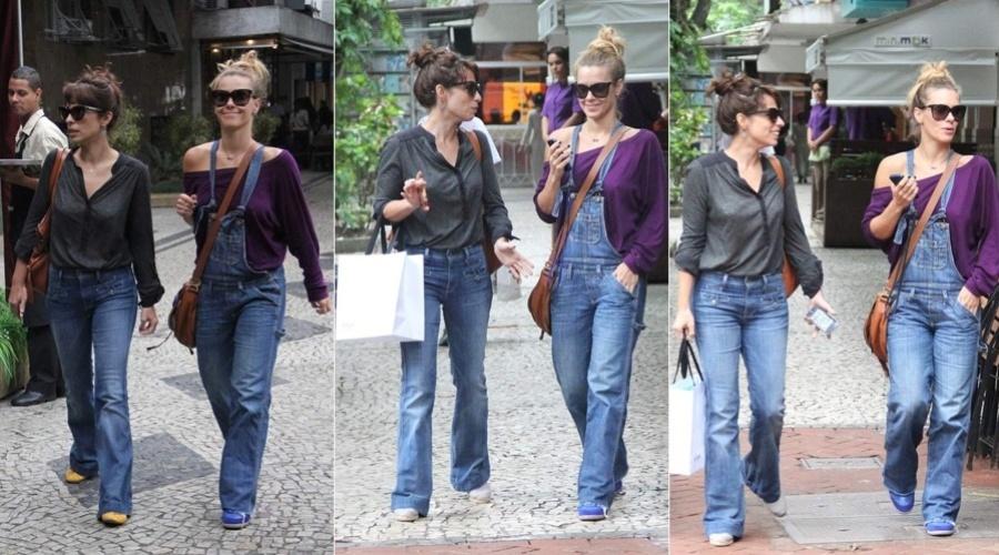 19.mar.2013 - Carolina Dieckmann e Maria Ribeiro passearam pelas ruas do bairro do Leblon, zona sul do Rio. As atrizes aproveitaram para visitar uma loja de calçados