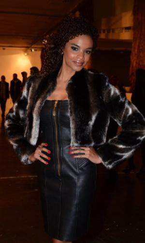 19.mar.2013 - Lucy Ramos prestigiou o segundo dia de desfiles da São Paulo Fashion Week Verão 2014 que acontece na Bienal, em São Paulo