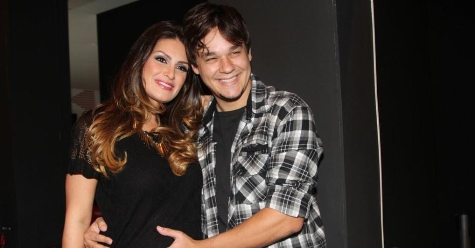 19.mar.2013 - Natália Guimarães e Leandro prestigiaram o segundo dia de desfiles da São Paulo Fashion Week Verão 2014 que acontece na Bienal, em São Paulo