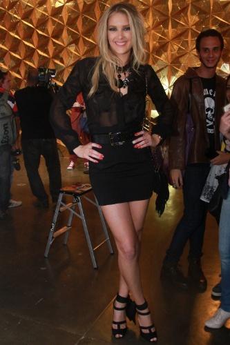 20.mar.2013 - A ex-modelo Gianne Albertoni posa para fotos no SPFW 2013