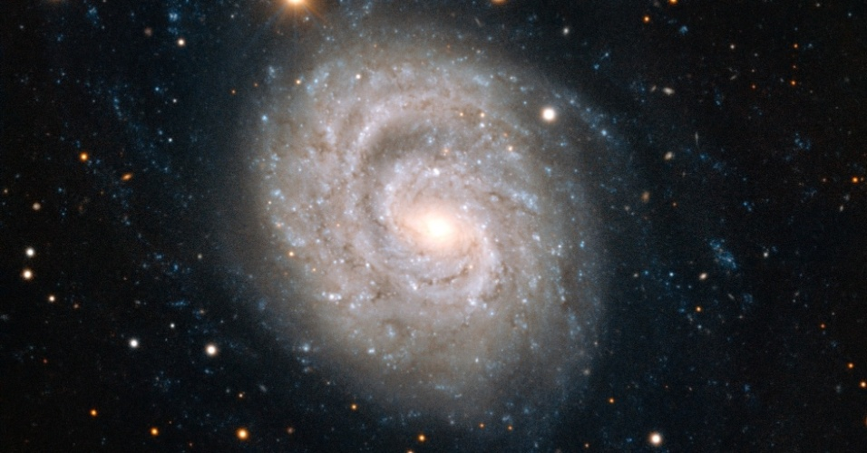 20.mar.2013 - NGC 1637, uma galáxia localizada a cerca de 35 milhões de anos-luz de distância da Terra. O registro foi feito por observatório no Chile