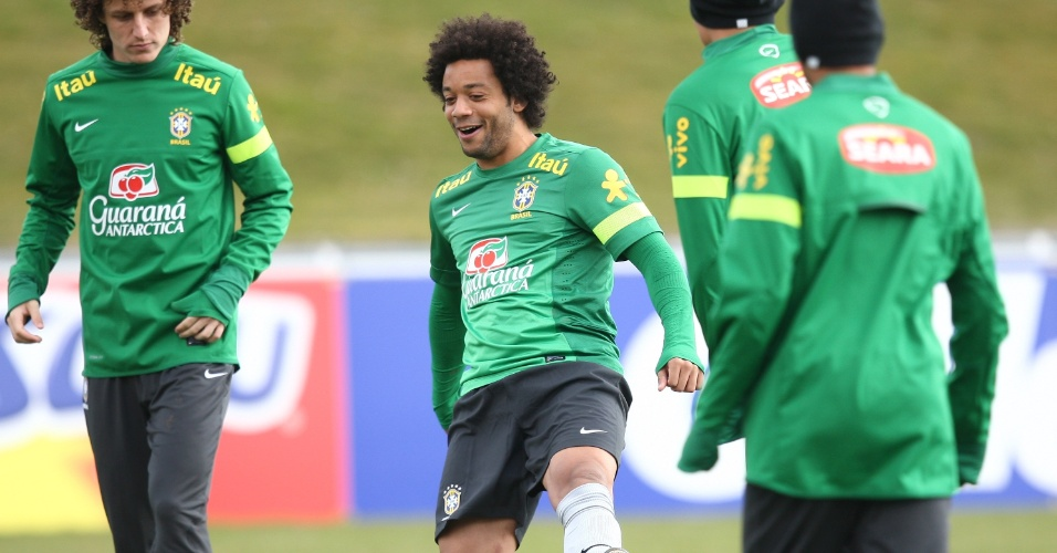 20.mar.2013 - O lateral-esquerdo Marcelo durante treino da seleção; ele será reserva de Filipe Luís no amistoso contra a Itália, na próxima quinta-feira